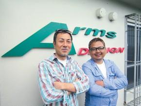 城間聡さん(左)、西村修さん