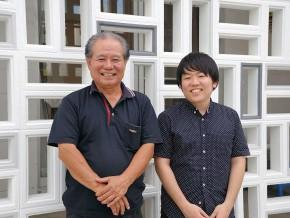 建築士の屋慶名啓市さん(左)と屋慶名司さん