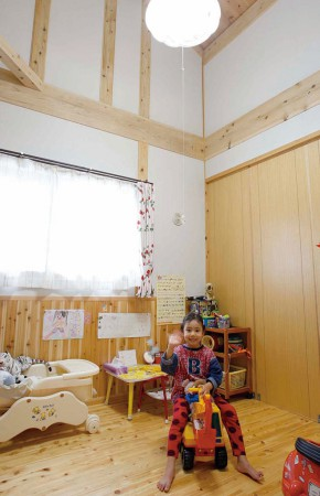 家族の気配が伝わる木造の家