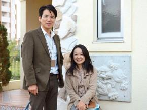 営業担当者の山田大輔さん(左)とインテリアコーディネーターの山城薫さん