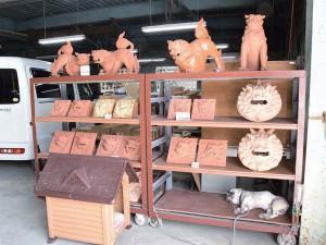 瓦工場の 守り神(犬?)at 新垣瓦工場 本店
